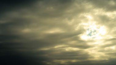 雨の日でも紫外線対策は必要!日焼け止めや晴雨兼用傘が欠かせない理由