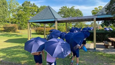 小学生が日傘をさして登校するのはなぜ禁止?熱中症の危険性も